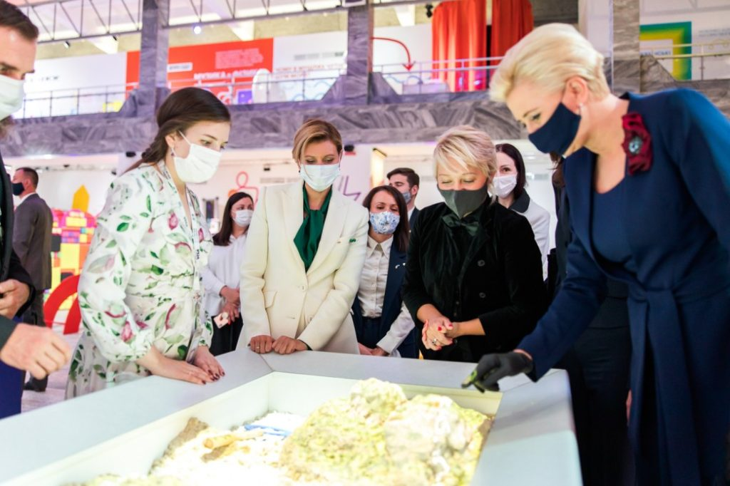 First Ladies of Ukraine and Poland view HoloSands sandbox